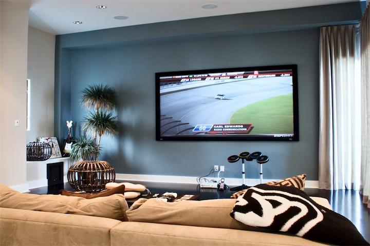 ТВ на стене