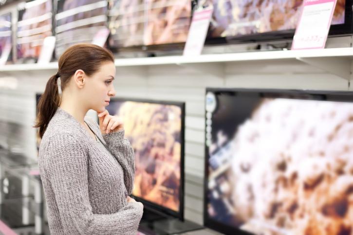 Выбор телевизора в магазине
