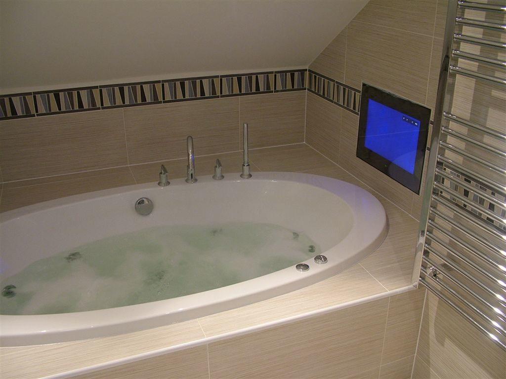 Ванная с телевизором